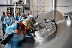 Экскурсия по производству на заводе Моспиво с использованием радиосистемы гида TourAudio TWG